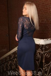 Красивое синее платье с гипюром